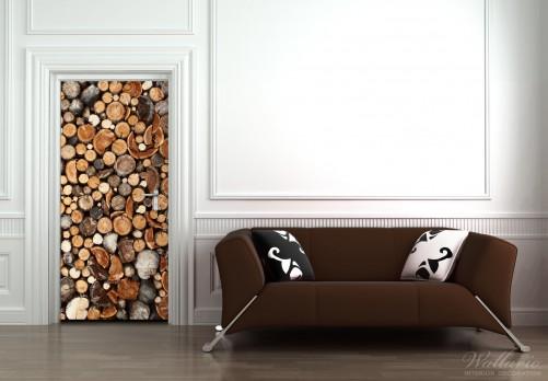 wallario selbstklebende premium t rtapete dunkler holzstapel rund brennholz holz ebay. Black Bedroom Furniture Sets. Home Design Ideas