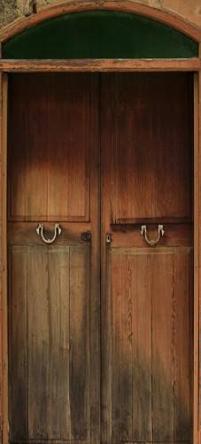 wallario selbstklebende premium t rtapete alte holzt r natur holz r tlich. Black Bedroom Furniture Sets. Home Design Ideas