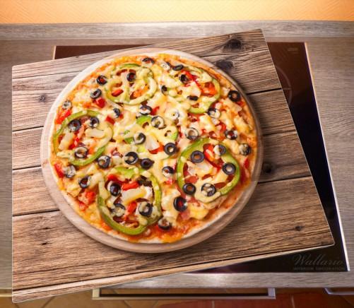 herdabdeckplatte italienische pizza mit peperoni oliven paprika und k se. Black Bedroom Furniture Sets. Home Design Ideas