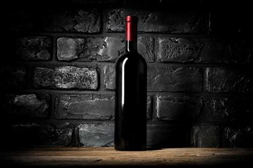 Vliestapete rotwein flasche am abend - Rotwein an der wand ...