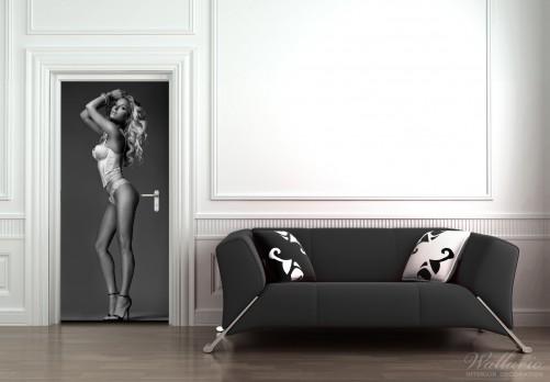 wallario selbstklebende premium t rtapete t rfolie sexy beine erotik dessous akt. Black Bedroom Furniture Sets. Home Design Ideas