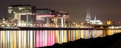 Glasbild Skyline Köln bei Nacht